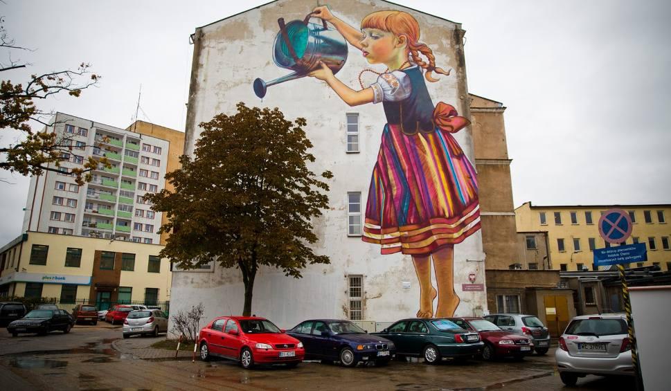 Mural ocalony dziewczynka z konewk zostaje for Mural dziewczynka z konewka