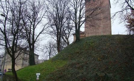 Oświęcim. Muszą wzmocnić wzgórze, na którym stoi średniowieczna baszta [ZDJĘCIA]