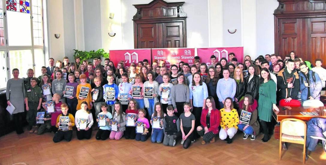 Gratulacje i dyplomy otrzymali wolontariusze 27. Finału WOŚP zorganizowanego przez miejski sztab w Sławnie