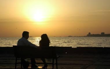 Szczerość w związku. Czy warto mówić partnerowi wszystko?