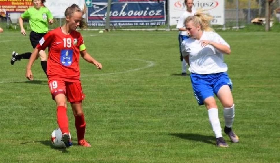 Film do artykułu: Kamila Komisarczyk uprawia piłkę nożną na trzech frontach. Zawodniczka Sparty Daleszyce gra na trawie, plaży i hali (ZDJĘCIA, WIDEO)