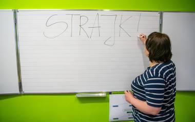 Kwietniowy strajk nie przyniósł oczekiwanych efektów, ale nauczyciele się nie poddają. Zorganizowali protest włoski