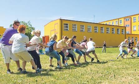 Studenci PWSZ mają tyle siły, że przy pierwszej konkurencji przeciągania liny... lina pękła.