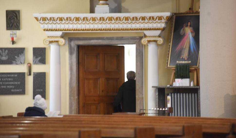 Film do artykułu: Apostazja, czyli jak wypisać się z Kościoła katolickiego? Czego potrzebujesz, by odejść z Kościoła? Jak wystąpić z Kościoła 15.01.2021