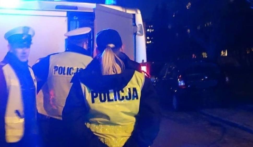 Film do artykułu: Brutalne zabójstwo w Bobrownikach: 19-latka zamordowała ojczyma w czasie domowej awantury. Ugodziła go nożem