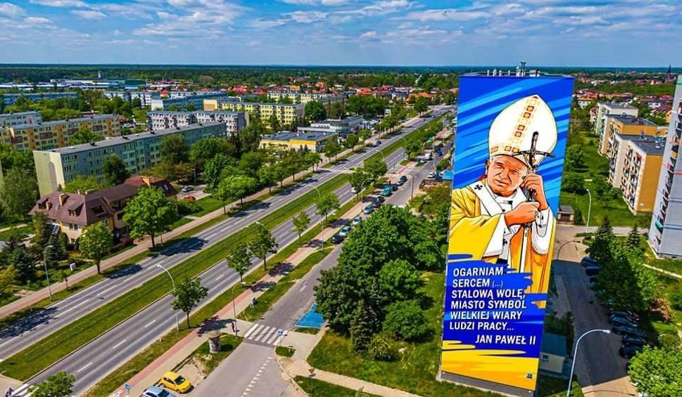 Film do artykułu: Będzie gigantyczny Jan Paweł II na bloku w Stalowej Woli?