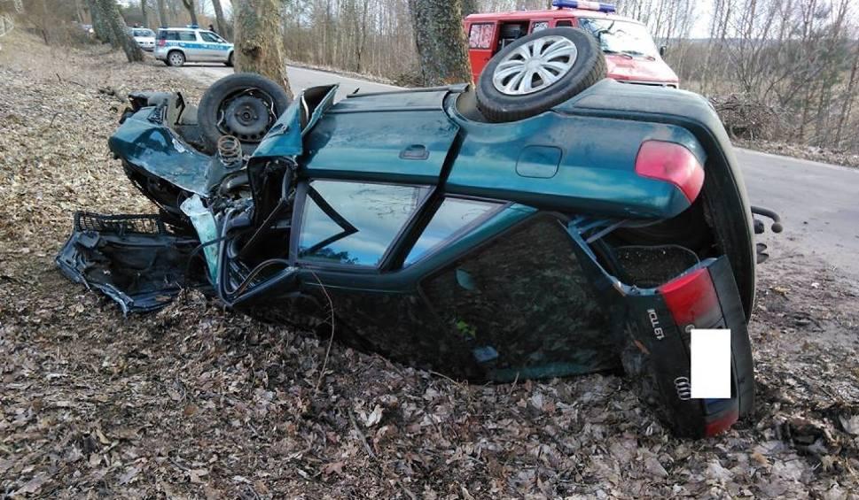 Film do artykułu: Poważny wypadek na trasie Choczewo - Łęczyce. Auto z kobietą i dzieckiem uderzyło drzewo [ZDJĘCIA]