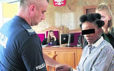 Oskarżona 37-letnia Marie M. po ogłoszeniu wyroku przed Sądem Okręgowym w Krakowie za próbę oszustwa