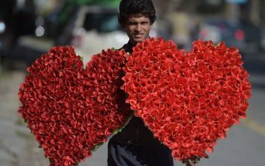 Pakistan: Walentynki zakazane w Islamabadzie. Sąd zalecił mediom, by nie promowały tego święta