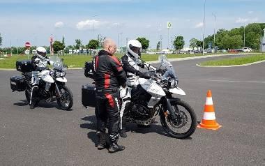 Patrole motocyklowe mają większe możliwości dojazdu do wypadków, bo omijają zatory.
