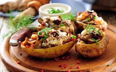 Przepisy na grzyby: Zapiekany ziemniak w mundurku z podgrzybkami.