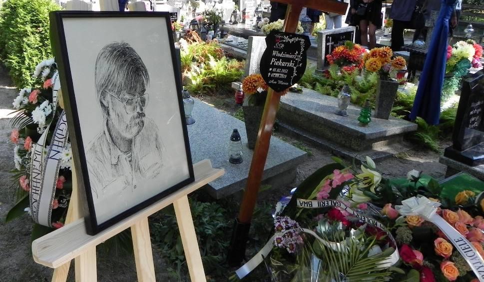Film do artykułu: Pożegnaliśmy Włodka Piekarskiego. Na pogrzebie działacza kultury zabrzmiały utwory Led Zeppelin i Jego innych ulubionych gigantów rocka