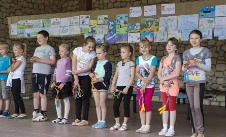 Laureatów konkursów związanych z twórczością Kornela Makuszyńskiego nagradzano dyplomami i upominkami a dla wszystkich uczniów przygotowano także smaczny