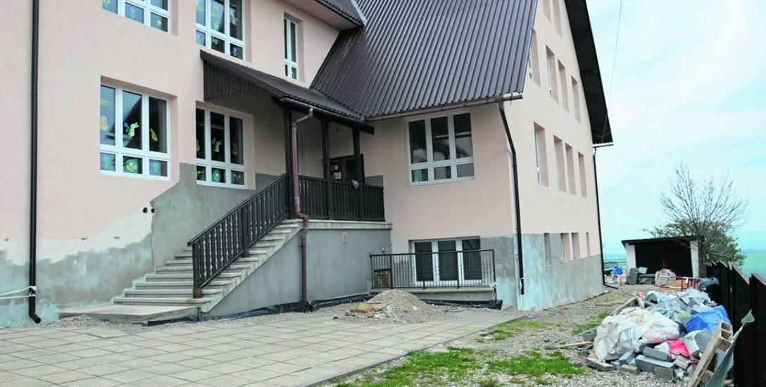 Remont szkoły w Bańskiej Wyżnej jest niedokończony. Urząd zapowiada, że zrobi to wkrótce