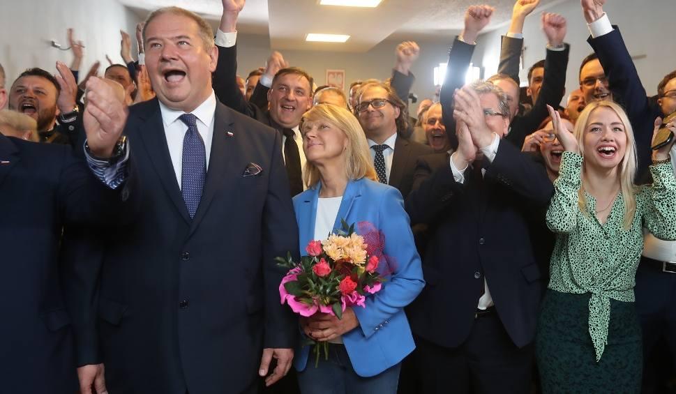 Film do artykułu: Wybory do Parlamentu Europejskiego 2019. Szczecin: Wieczór wyborczy w PiS. Był wybuch radości
