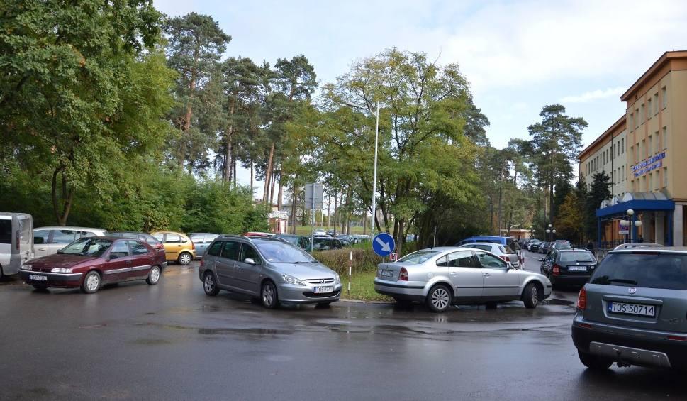 Film do artykułu: Jeszcze w tym roku wybudują porządny parking przy szpitalu w Ostrowcu [ZDJĘCIA, WIDEO]