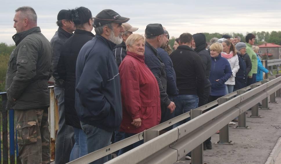 Film do artykułu: Budowa autostrady A1 koło Piotrkowa. Mieszkańcy protestują przeciw zamknięciu wiaduktów