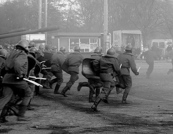 ZOMO-wców było na początku stanu wojennego więcej niż 10 tys.