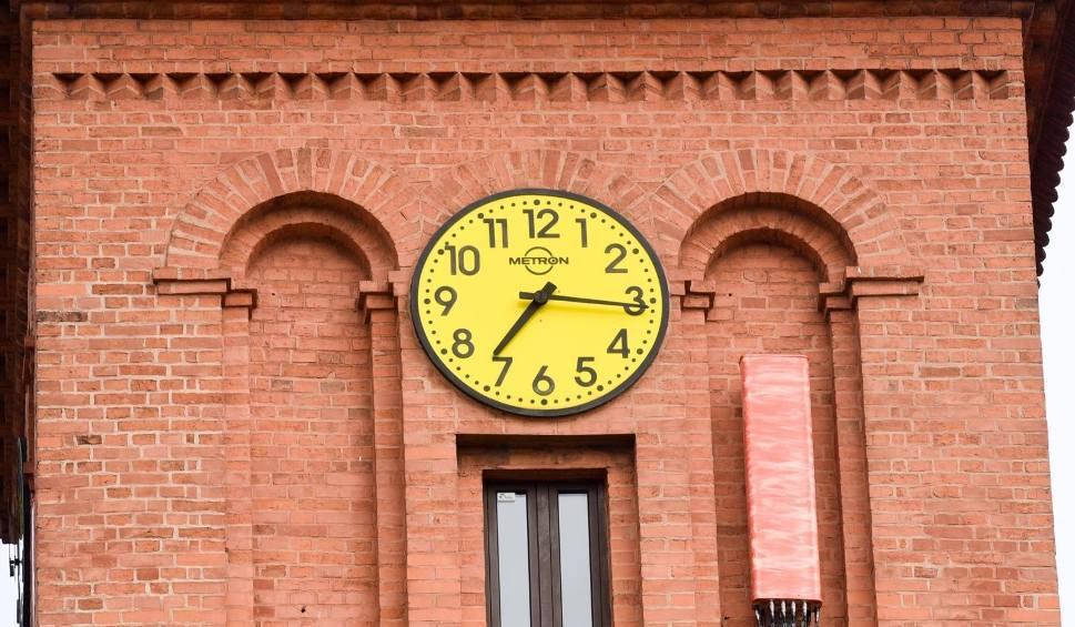 Film do artykułu: Koniec zmiany czasu z letniego na zimowy? Kiedy zmianą czasu zajmą się posłowie? Ustawa jest gotowa i czeka w Sejmie!