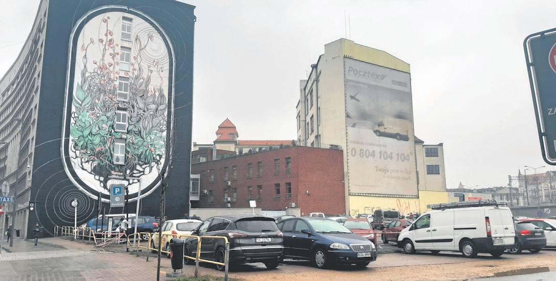 Działka przy Młyńskiej, na której ma powstać hotel, obecnie nie zachwyca