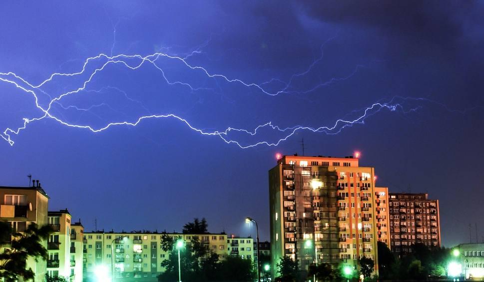 Film do artykułu: Gdzie jest burza? Radar opadów online. Uwaga! W niedzielę, 24. maja możliwe burze z gradem!