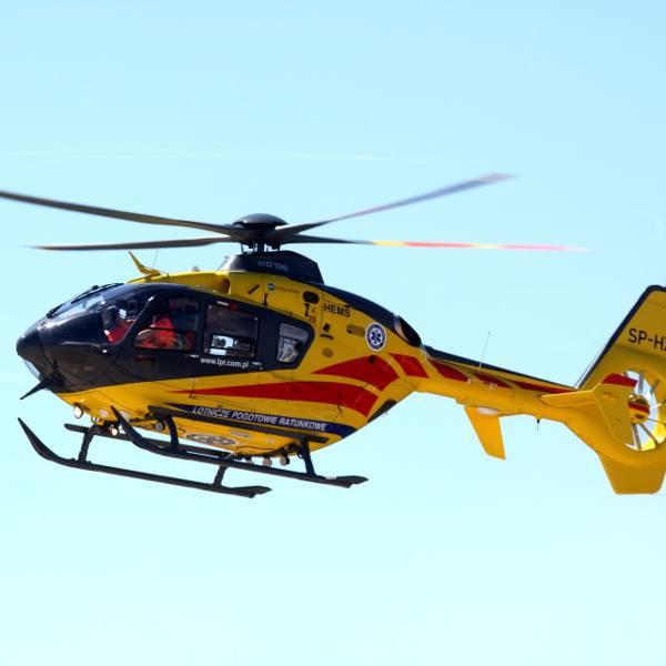 64-latek trafił do szpitala po upadku z konia w okolicy jeziora Jelenie w powiecie kościerskim