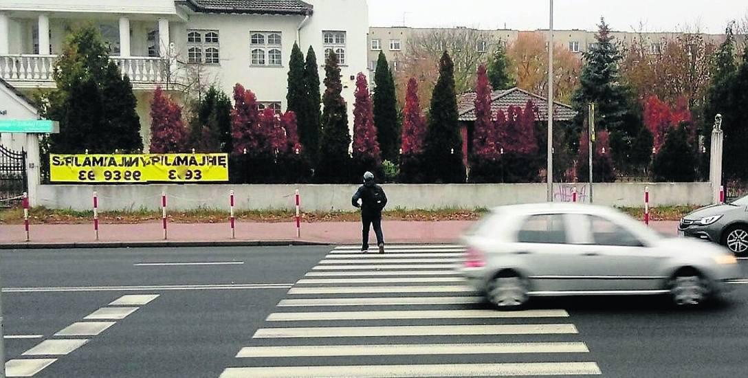 Mieszkańcy już od jakiegoś czasu alarmują, że przejście na ul. Sulechowskiej jest niebezpieczne