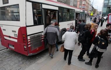 Choć z miejskich autobusów w Opolu korzysta coraz więcej obcokrajowców, w ślad za tym nie idzie rozwój kompetencji językowych kontrolerów.