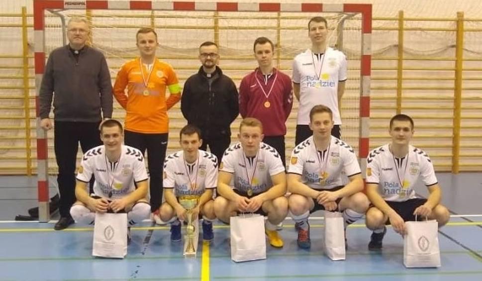 Film do artykułu: Klerycy z Kielc trzeci raz z rzędu mistrzem Polski w halowej piłce nożnej! Zobacz, kto wywalczył tytuł