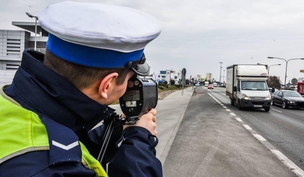 Film do artykułu: 125 km/h w terenie zabudowanym. Kierowca stracił uprawnienia