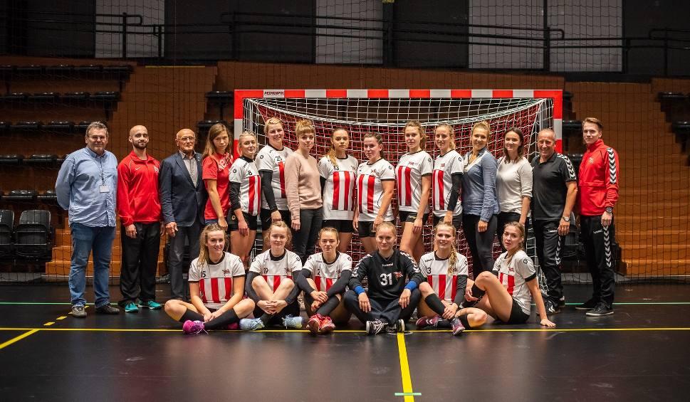 Film do artykułu: Takie dziewczyny grają w piłkę ręczną w Cracovii! [ZDJĘCIA]