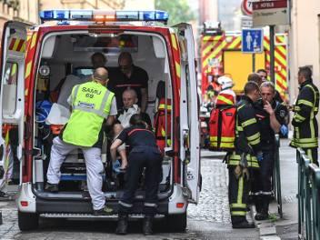 Francja: Eksplozja na deptaku w Lyonie, są ranni. To zamach? [ZDJĘCIA] [WIDEO]