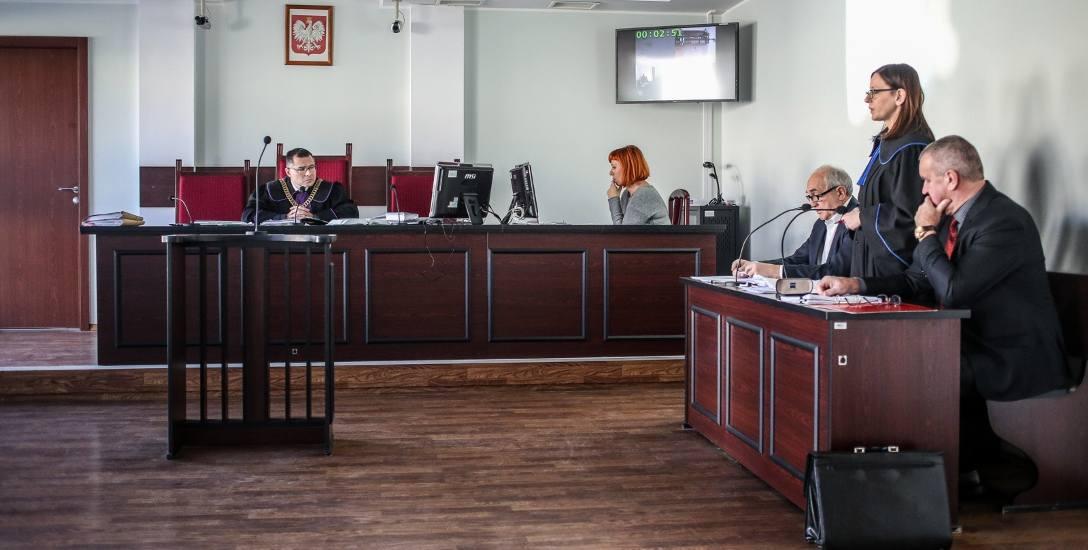 Sądowi urzędnicy nie przychodzą do pracy i domagają się podwyżek