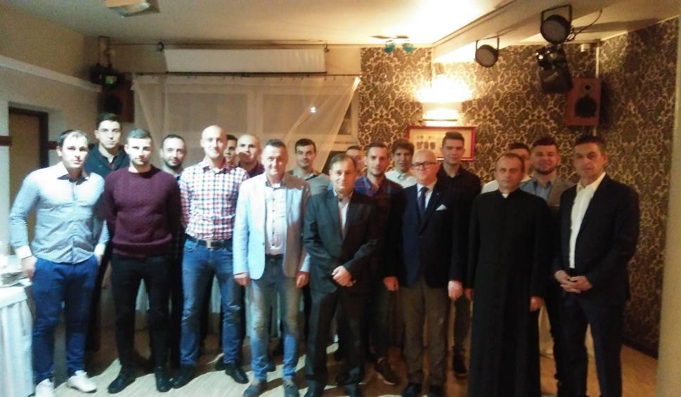 Film do artykułu: Spotkanie opłatkowe w Neptunie. Byli burmistrz, działacze, piłkarze, trenerzy i sponsorzy [ZDJĘCIA]