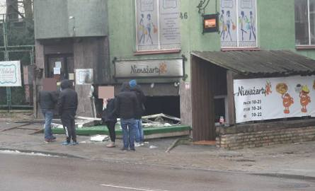"""W nocy przed godz. 2 doszło do pożaru lokalu gastronomicznego """"Nienażarty"""" przy ul. Sienkiewicza 46 w Białymstoku."""