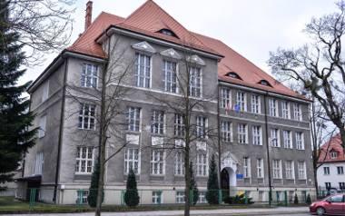 V LO od wielu lat znajduje się w złotej setce liceów w Polsce, a w ostatnich latach uzyskuje tytuł najlepszego Liceum Ogólnokształcącego w Gdańsku.