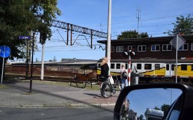 Przejazd przez tory w ciągu ul. Wojska Polskiego powoduje korki w tej części Nowej Soli niezależnie od pory roku.