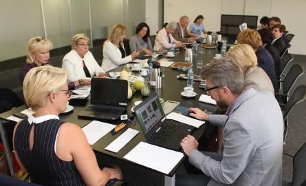 Po zakończeniu głosownia czytelników Dziennika Zachodniego, obradowała Kapituła plebiscytu na Eko - Kobietę 2016