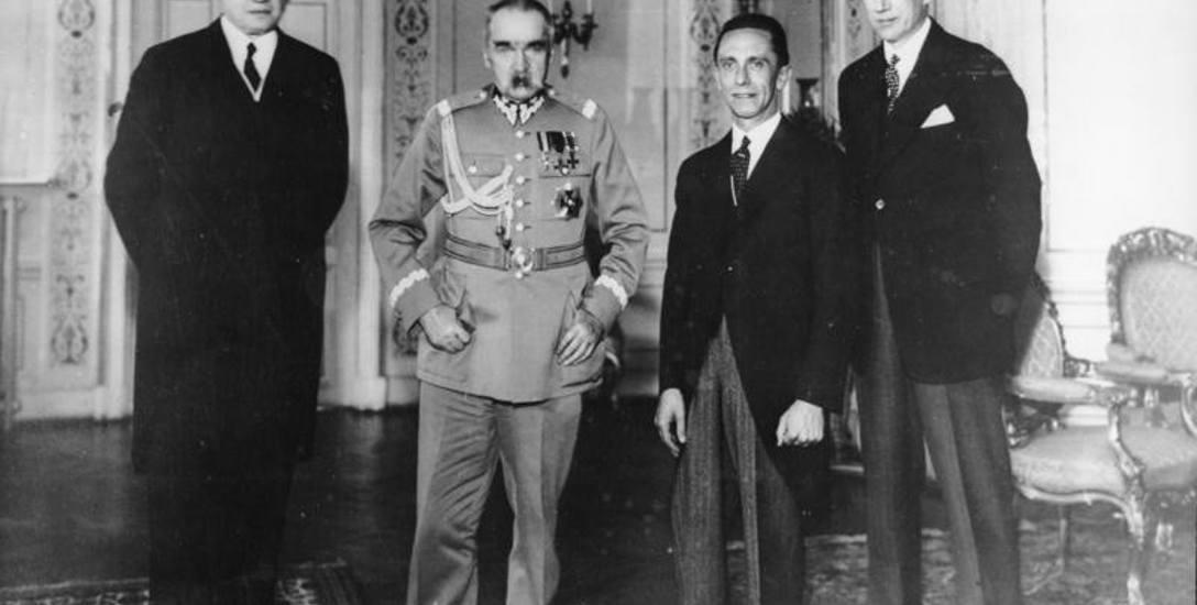 Niemiecki ambasador Hans=Adolf von Moltke, Józef Piłsudski, Joseph Goebbels oraz Józef Beck na spotkaniu w Warszawie, 16 czerwca 1934 roku