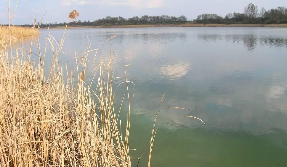 Film do artykułu: Konin: Coraz mniej wody w jeziorze. Winna kopalnia?