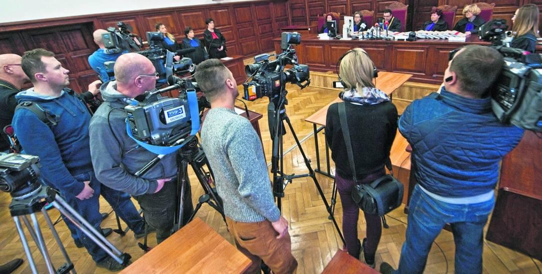 Oskarżeni nie byli obecni podczas ogłoszenia wyroku. Odpowiadali za usiłowanie zabójstwa dzieci, znęcanie się nad nimi ze szczególnym okrucieństwem,
