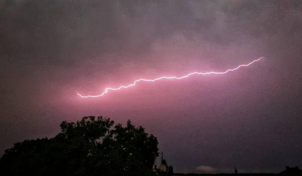 Film do artykułu: Gdzie jest burza. Ostrzeżenie IMGW dla Opolskiego [15.07.2021]