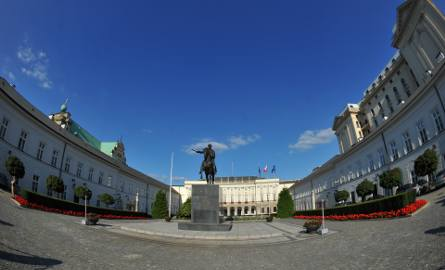 Warszawa: Kierowca potrącił policjanta i wjechał w ogrodzenie Pałacu Prezydenckiego