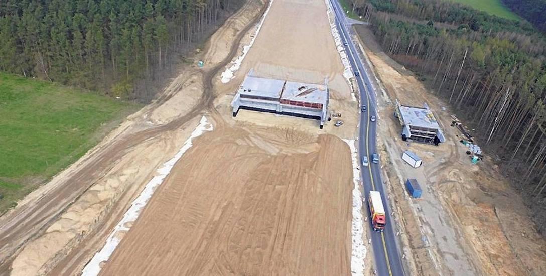 Przetargi na budowę dróg w kraju mogą przynieść oszczędności. Na zdjęciu budowa S6 koło Sianowa