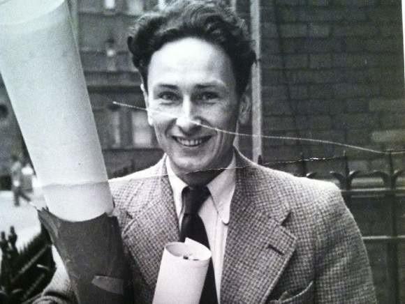 Tadeusz Łęski urodził się w 1916 roku w Kielcach. Zmarł w lipcu 2013 roku w Warszawie, gdzie mieszkał przez ostatnie lata. Przeżył 97 lat. Uczestniczył