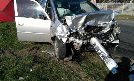 Śmiertelny wypadek w Tarnowej koło Poddębic. Nie żyją dwie osoby [FOTO]