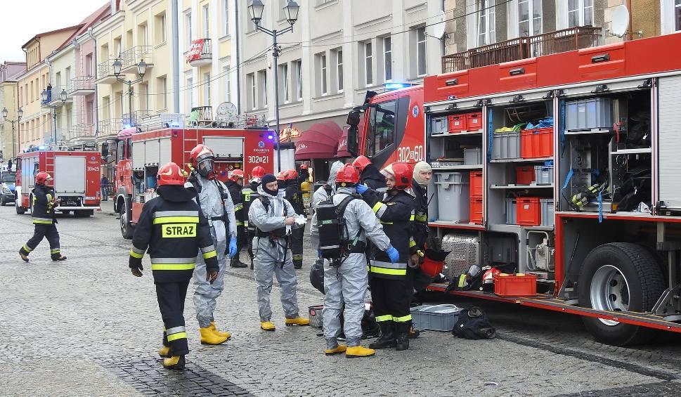 Film do artykułu: Straż pożarna, karetki i policja na Rynku Kościuszki. W dwóch lokalach ktoś wylał nieznaną substancję [ZDJĘCIA, WIDEO]