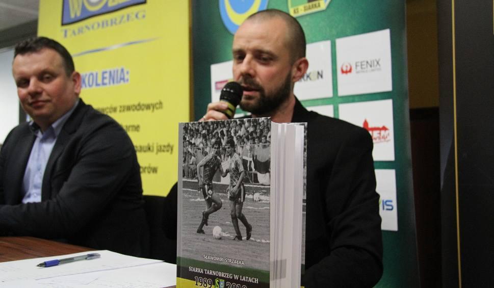 Film do artykułu: Ukazała się skarbnica wiedzy nie tylko dla fanów piłkarskiej Siarki Tarnobrzeg. Takiej publikacji mogą pozazdrościć inne kluby [ZDJĘCIA]