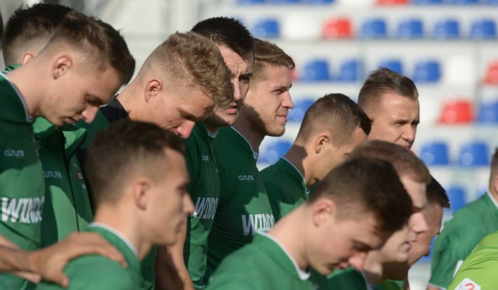 Film do artykułu: Radomiak Radom gotowy do wiosny! Zieloni zaprezentowali się we wtorek na sesji zdjęciowej przed rundą rewanżową w drugiej lidze
