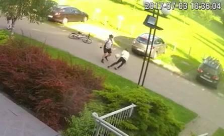 Jak wyjaśniają policjanci, do ataku w parku nad Wartą doszło bez żadnego powodu